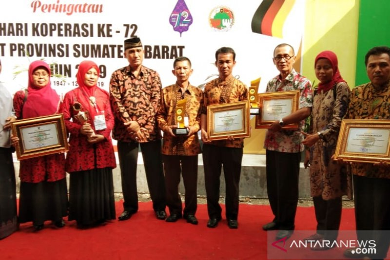 Pemkab Solok raih tujuh penghargaan pada peringatan koperasi Sumbar