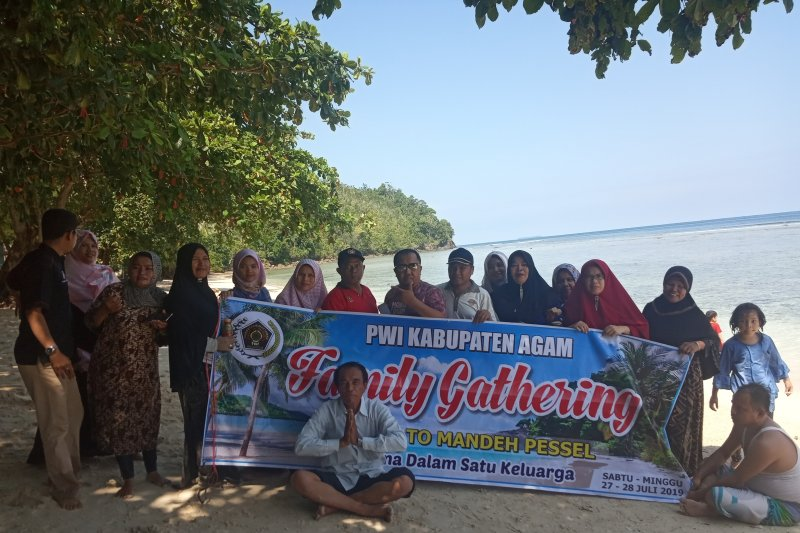 "PWI Agam pererat kekeluargaan melalui ""family gathering"" di Mandeh"