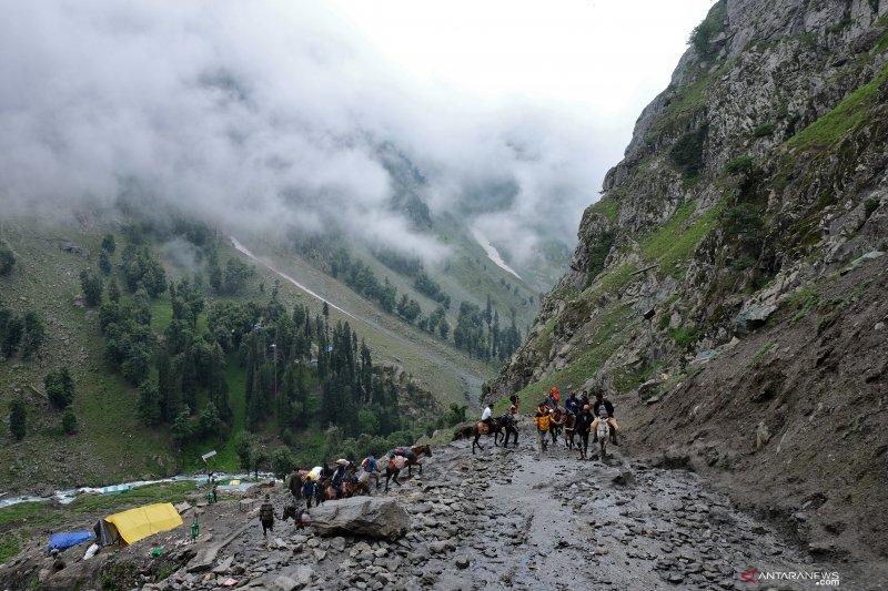 Ribuan warga India tinggalkan Kashmir hindari serangan militan