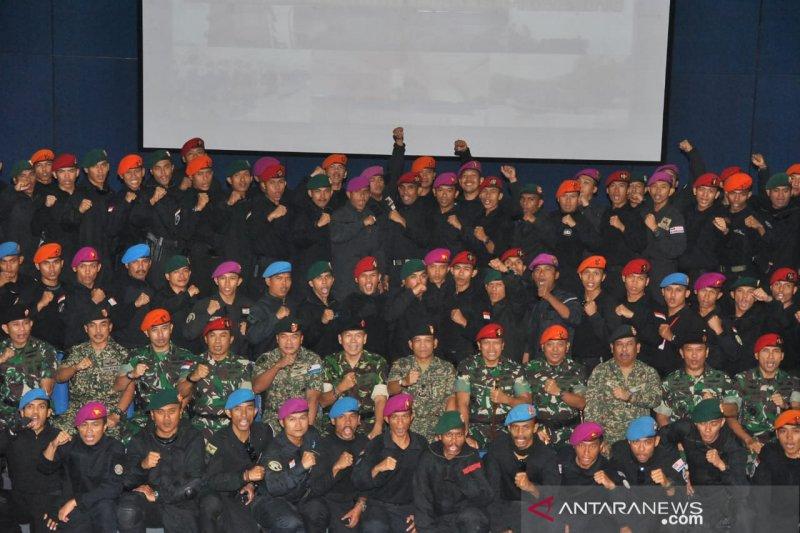 Tentara Indonesia dan Malaysia  latihan penanggulangan teroris