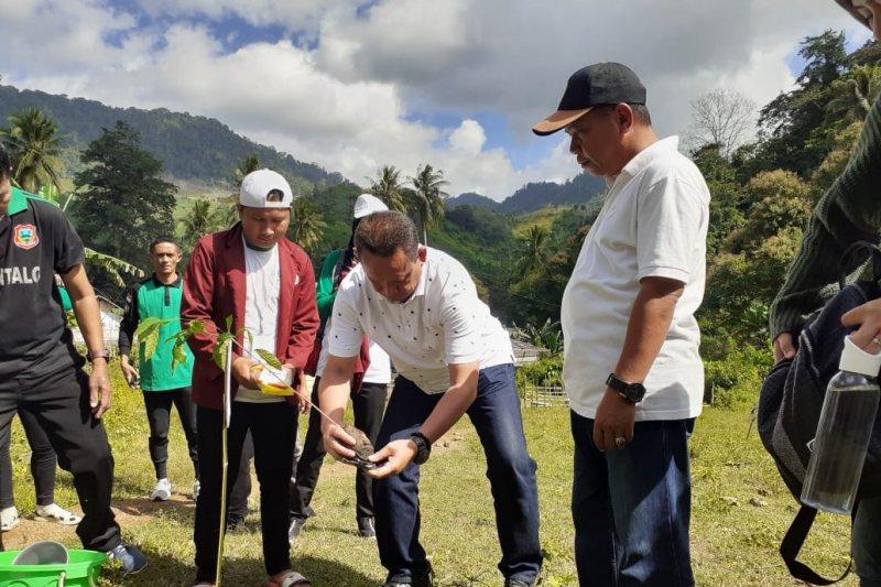 Pemkab Gorontalo apresiasi program mahasiswa  UNG di Desa Juria