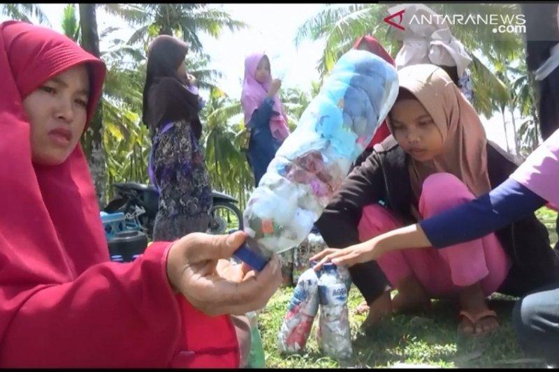 Residents of Jorong Maligi, Pasaman Barat, use waste with ecobric