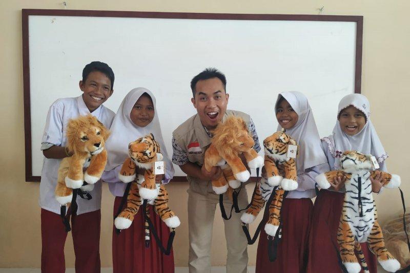 Peringati HHI, Baznas bagi 500 boneka harimau kepada siswa Donggala