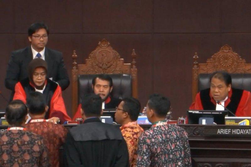 Sidang Pileg, hakim ingatkan KPU harus hati-hati rekrut petugas pemilu