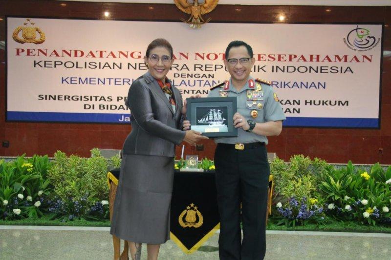 Menteri Susi-Kapolri tanda tangani MoU sinergikan pengamanan laut