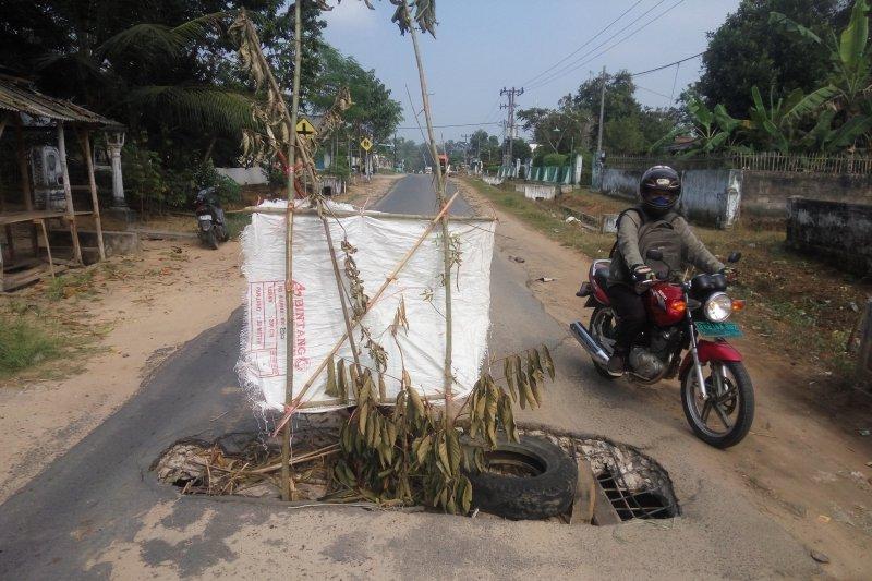 Jalan Jebol di Desa Braja Indah Lampung Timur