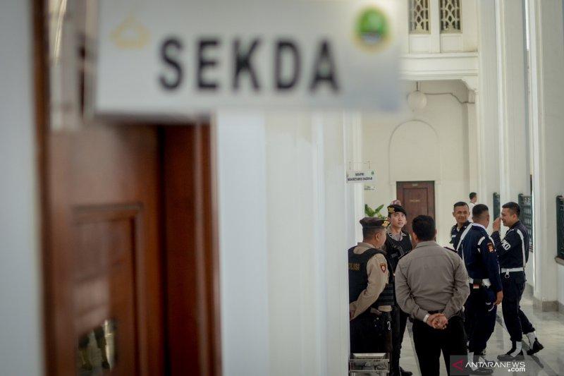 KPK panggil tiga saksi untuk tersangka IWK
