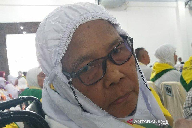Calhaj Tanjung Bala-Sumut rela jual sawah demi berhaji