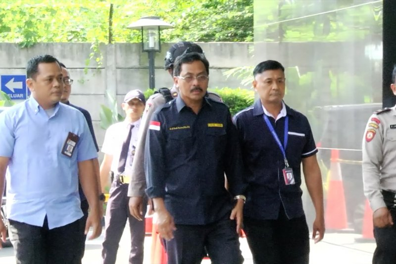 Terjaring OTT, Gubernur Kepri tiba di KPK