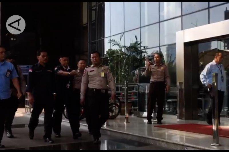 Terkena OTT, Gubernur Kepri Nurdin Basirun tiba di KPK