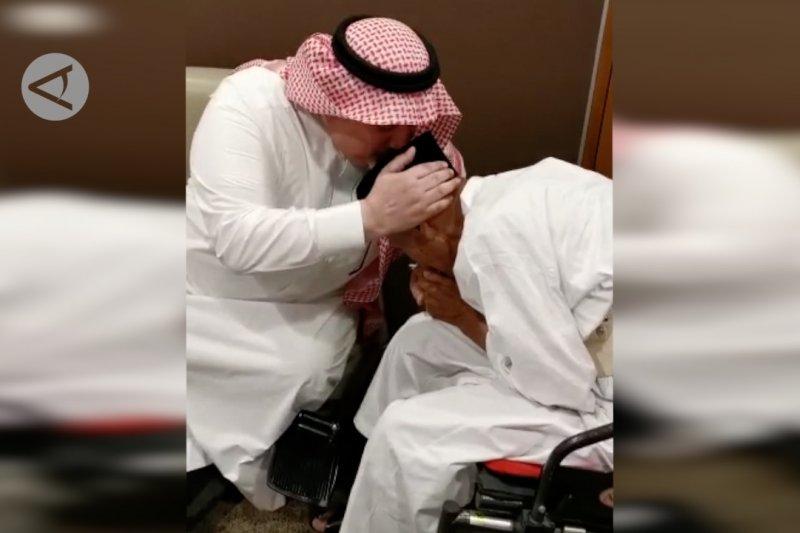 Dubes  Arab Saudi antar Kakek Uhi untuk berhaji