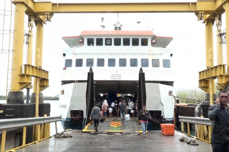 Tiga hari terhenti, KMP Tanjung Burang kembali berlayar