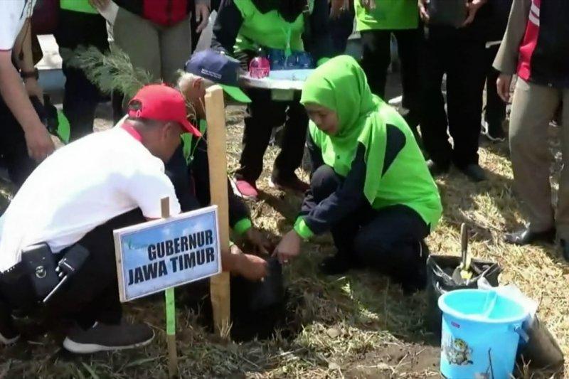 Gubernur Khofifah kampanyekan biru langitku dan hijau bumiku