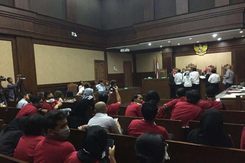Berkas belum lengkap sidang gugatan polusi udara Jakarta ditunda