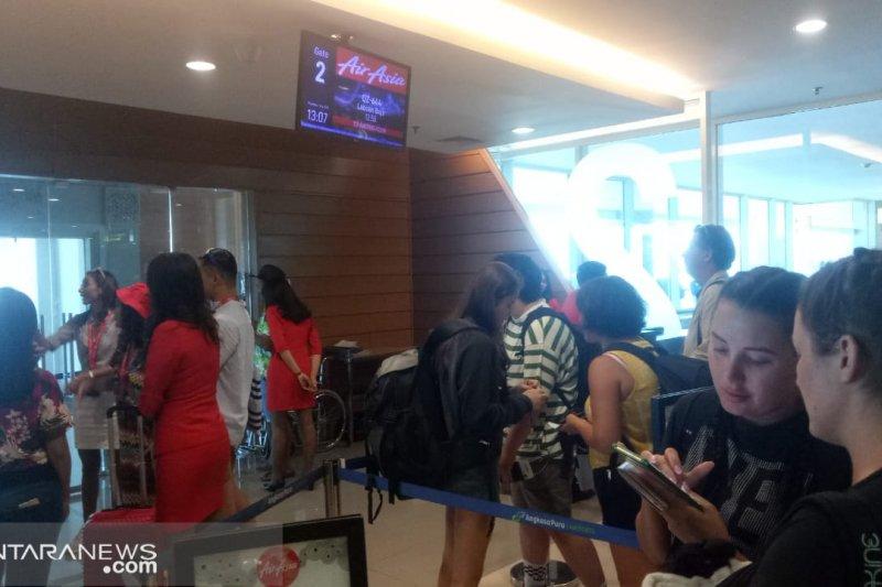 Pemkab Manggarai Barat memberi apresiasi khusus kepada Air Asia