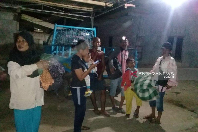 Sejumlah warga pesisir Bengkulu mengungsi pascagempa magnitudo 7,4