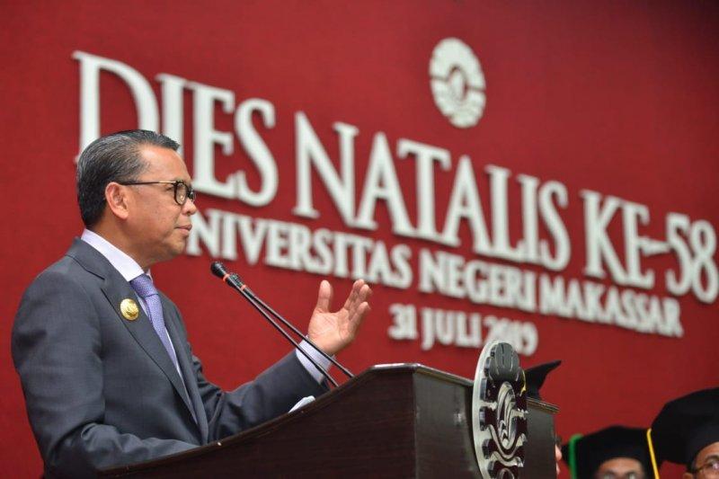 Gubernur Sulsel : copot kepsek mainkan data penerimaan siswa baru
