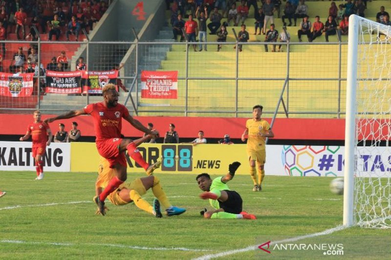Kekalahan Semen Padang karena absennya tiga pemain kunci