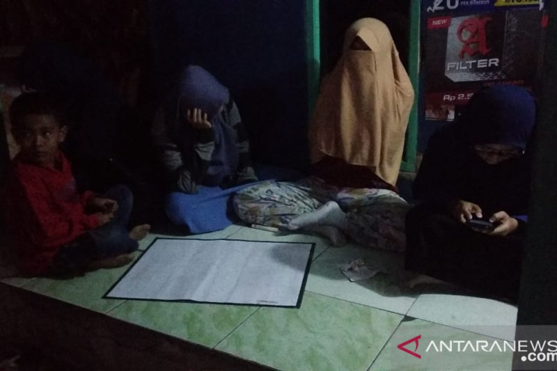 Mahasiswa IPB pilih bertahan di perbukitan Simpenan setelah gempa
