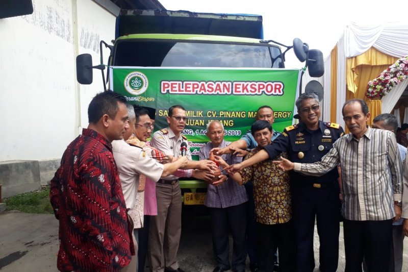 Coconut milk and coconut water from West Sumatra penetrate the European and American markets
