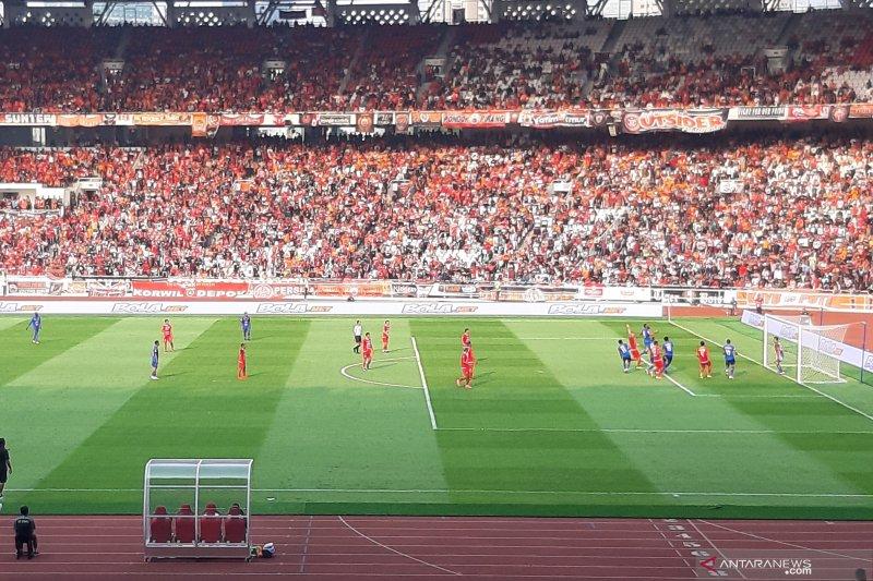 Babak pertama Persija vs Arema imbang 1-1