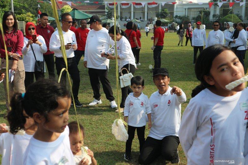 Cucu Presiden Jokowi Jan Ethes ogah ikut lomba makan kerupuk