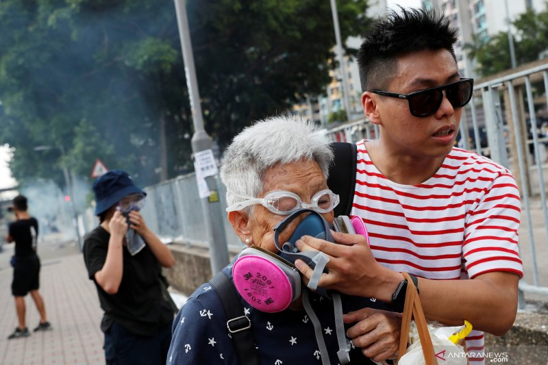 Hong Kong dilanda pemogokan pascaperingatan pemimpin dukungan Beijing terhadap pemrotes