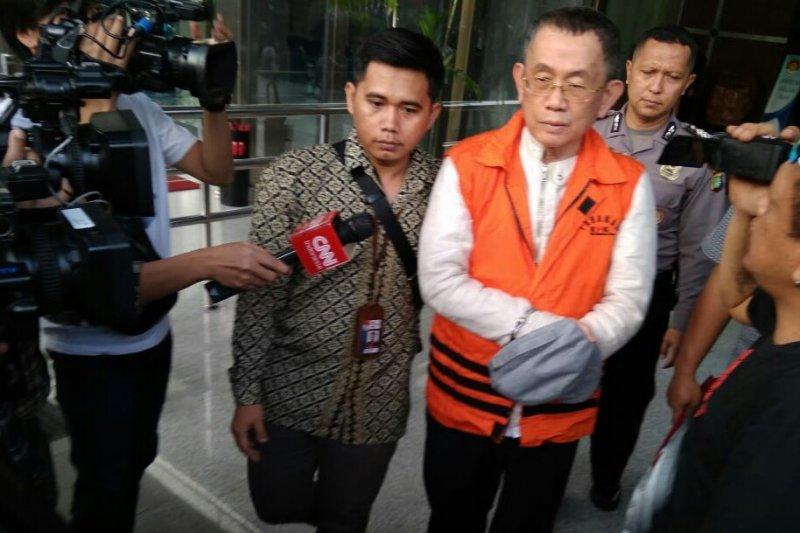 KPK menahan pengusaha tersangka kasus pengadaan di Lampung Tengah