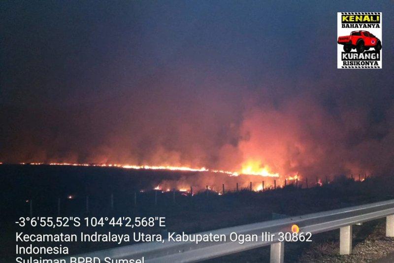 Jalan Tol Palindra dikepung api karena kebakaran lahan