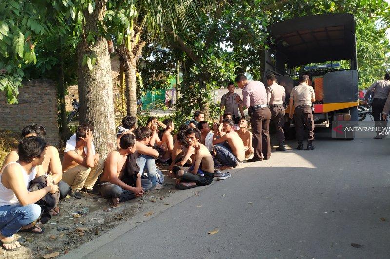 Gerebek kampung narkoba di  Medan, polisi tangkap 37 orang