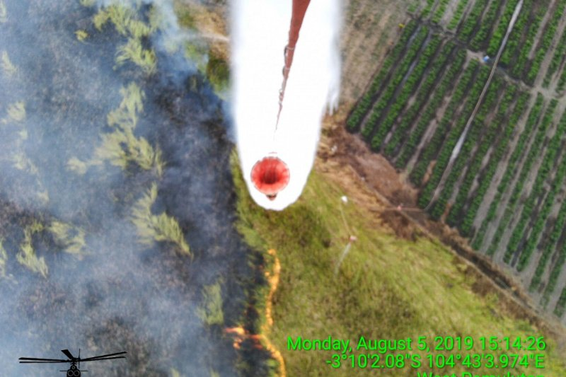 Kebakaran lahan di Ogan Ilir,  Satgas kerahkan 4 helikopter pembom air