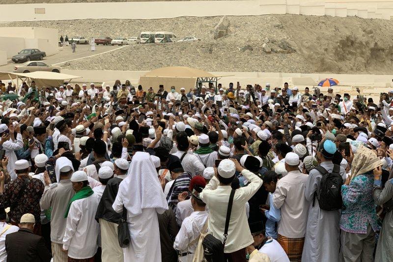 Suhu di Mekkah teduh saat hari berpulangnya Mbah Moen