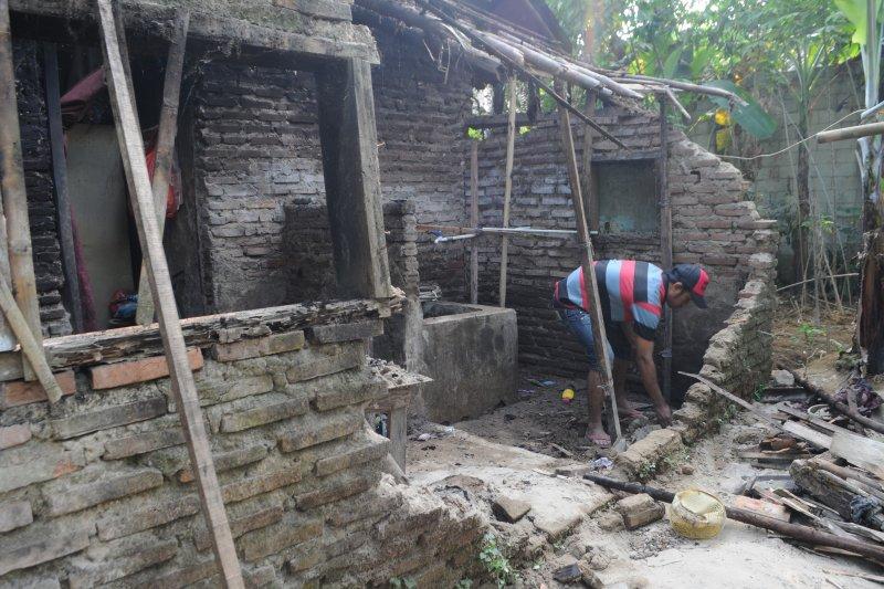 63 bangunan rusak akibat gempa di Lebak