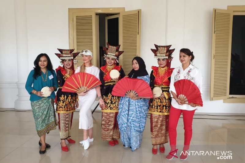 A delegation of Ambassadors spouses from Thailand Visit West Sumatra