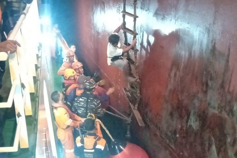 Basarnas evakuasi kapal tenggelam di perairan Malut