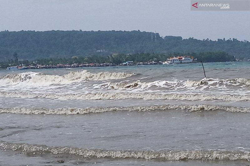 Gelombang tinggi berpotensi terjadi di perairan Papua-Papua Barat