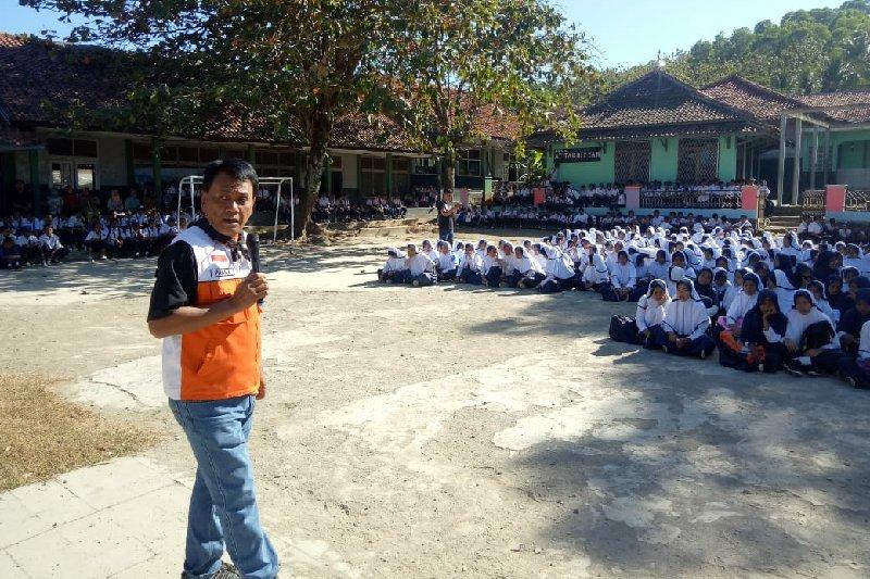 BNPB: Waspada potensi tsunami di selatan Jawa tinggi