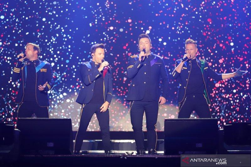 Konser Westlife hari kedua dan festival seni rupa