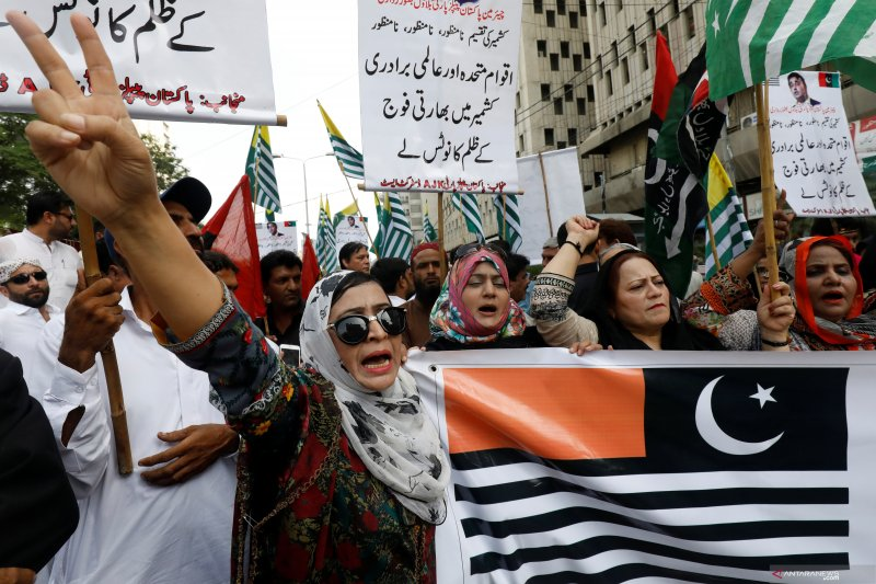 India tahan 300 politisi Kashmir