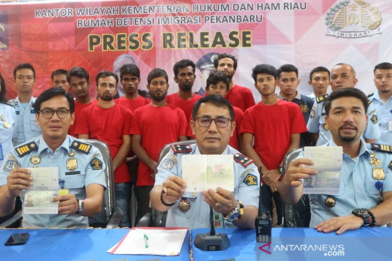 35 WNA Bangladesh yang bermasalah di Riau dideportasi