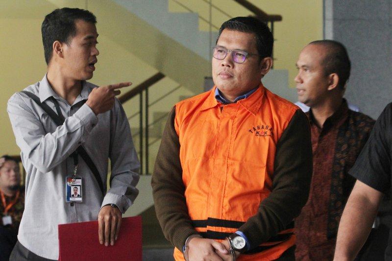 KPK tahan Ketua Fraksi Golkar terkait kasus suap RAPBD