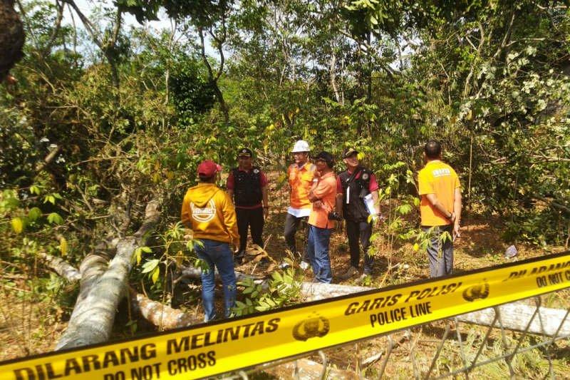 Labfor Polri cek lokasi ledakan SUTET di Gunungpati