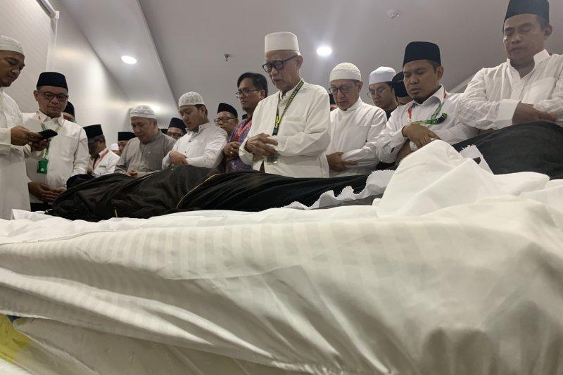 Kadaker Mekkah luruskan kontroversi pemimpin doa untuk Mbah Moen