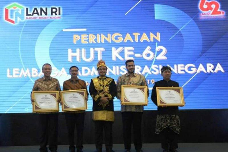 Bupati Tanah Datar raih penghargaan dari LAN