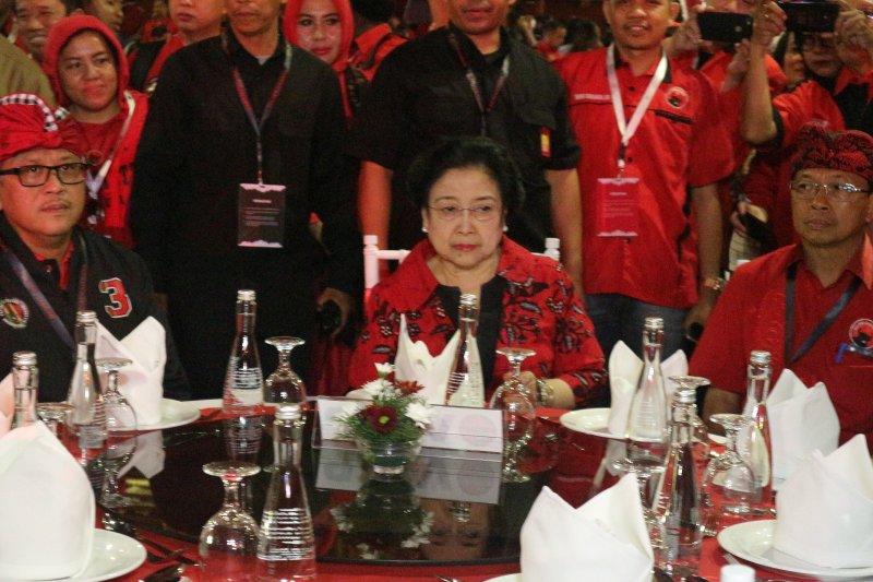 Kata Megawati, hormati kedatangan Prabowo di arena Kongres PDIP