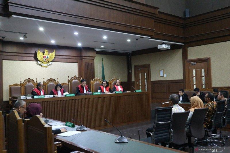 Tiga pejabat Kementerian PUPR terbukti terima suap