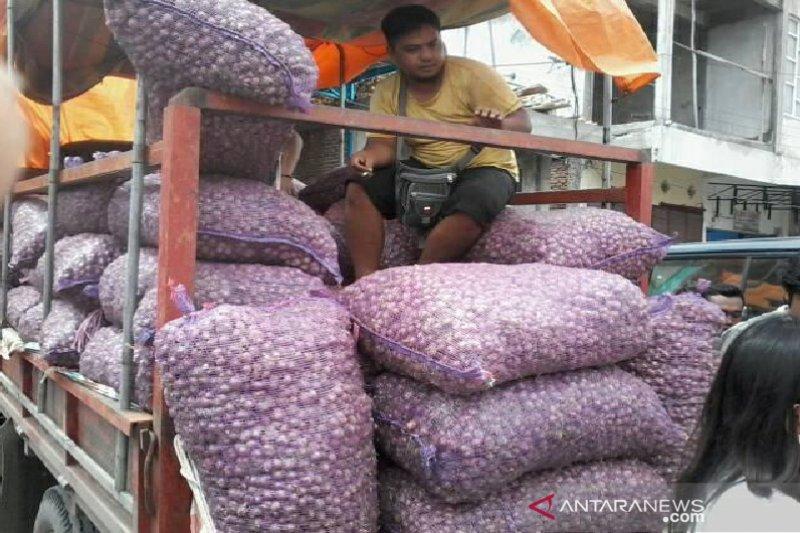 Warga Kota Palu serbu pedagang bawang