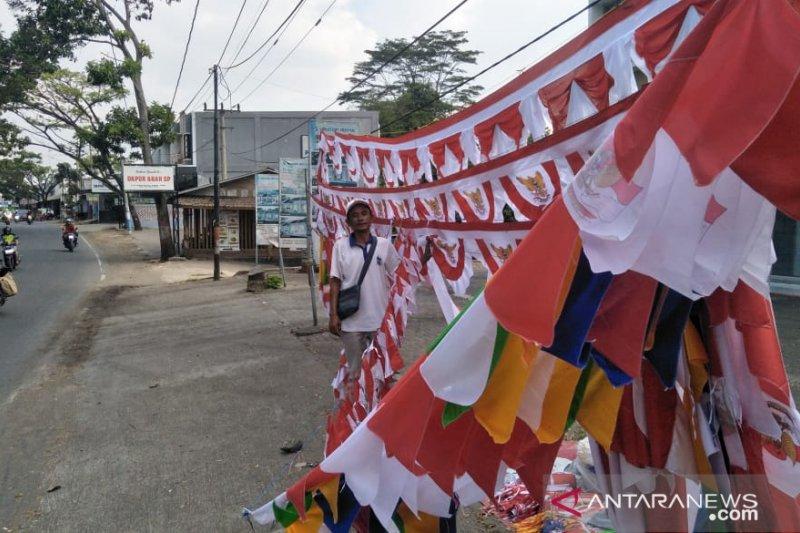 Penjualan bendera menjelang HUT ke-74 RI di Kulon Progo meningkat