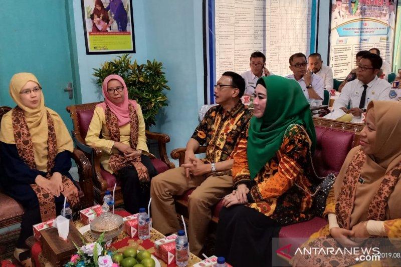 Tim Penilai Kabupaten Sehat bertandang Ke Pesisir Selatan