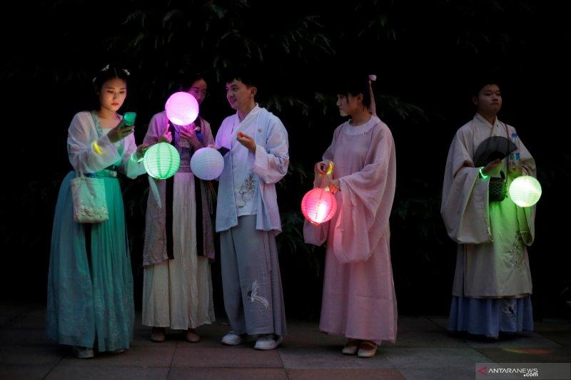 Perayaan Hari Valentine China, pemuda-pemudi kenakan kostum Dinasti Han